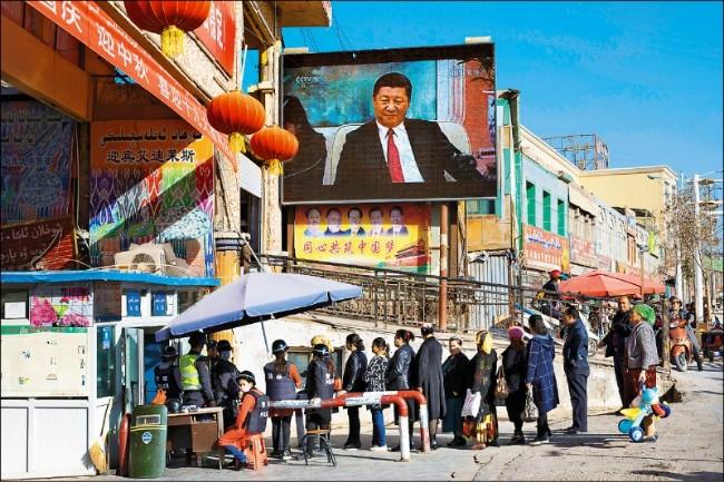 """联合国官员访问新疆 人权组织批""""背书"""""""