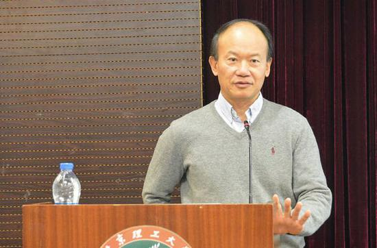 被问中国科研创新如何?华裔美国院士直白回答