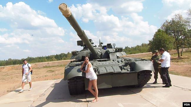 合作同时不忘防备!俄罗斯在近黑龙江部署新坦克