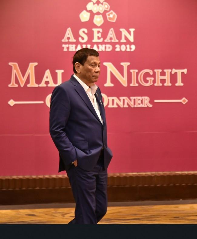不会禁止中国进入菲律宾海域 菲总统:会容忍