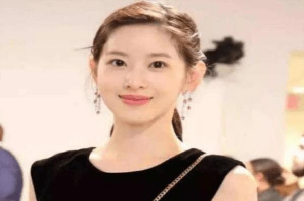 张艺谋相中她却三次被拒 24岁身价是赵薇十倍