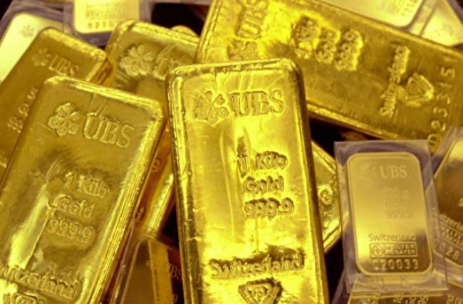 大中国人换不到美元买黄金 把钱放在家中