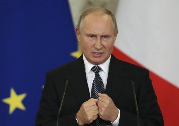 """普京签署法案 俄罗斯暂停履行""""中导条约"""""""