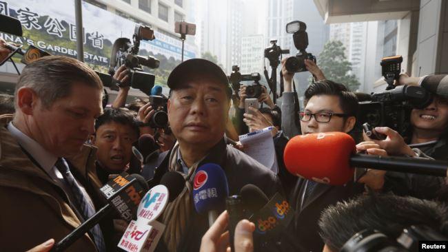 香港民主派出版商黎智英(中) (资料照)