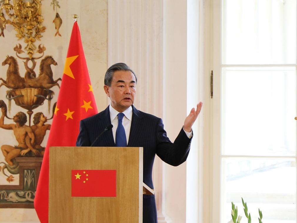 王毅在波兰发出警告 是谁辜负了中国的信任