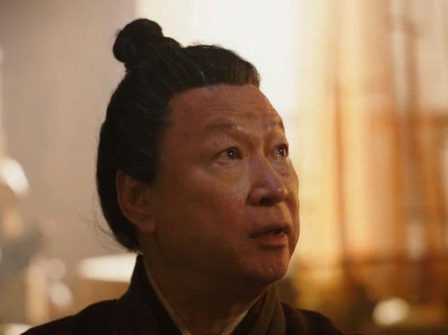 饰演木兰父亲的演员因为长相神似习近平,意外掀起网友讨论。 (YouTube截图)