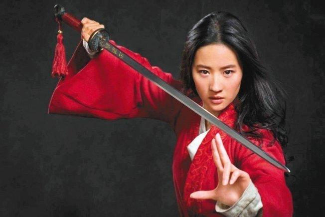 刘亦菲主演「花木兰」,有多场精采的战争动作戏。 图/迪士尼提供