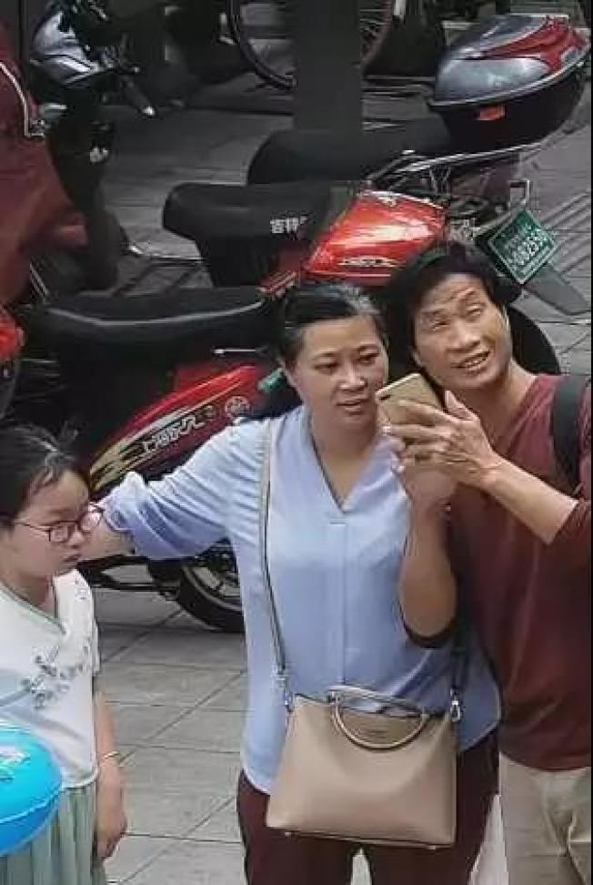 7月7日三人出現在寧波監控畫麵,此後章子欣就失去蹤影,隔天兩租客也投湖自殺。(取材自澎湃新聞)