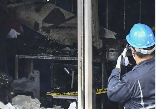 大谋杀:就差一步,20人在通往屋顶楼梯堆叠惨死