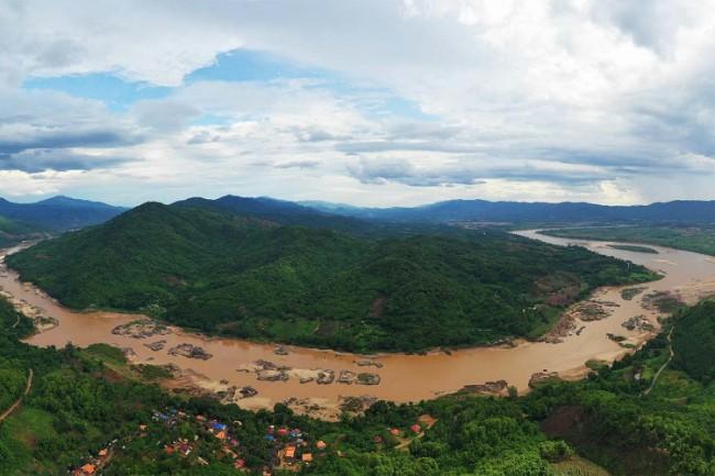 湄公河的一段是泰国和老挝的界河.jpg