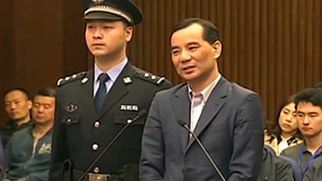 被指挑动对党和政府不满 吴小晖律师遭吊牌