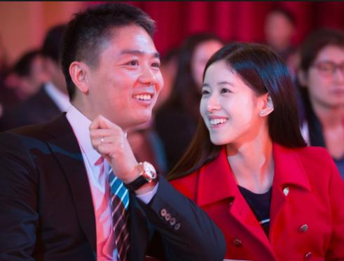 女方称过程仅两分钟 刘强东案全网关注奶茶妹妹