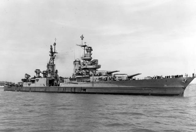 哈雷尔乘坐的「印第安纳波利斯号重型巡洋舰」。翻自《太阳报》
