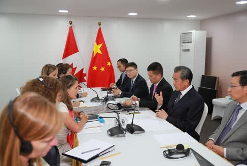 王毅撂狠话:加拿大任意扣孟晚舟,激起中国人愤慨