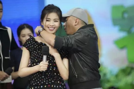 李若彤为前男友3年还1亿 刘涛为丈夫4年还4亿