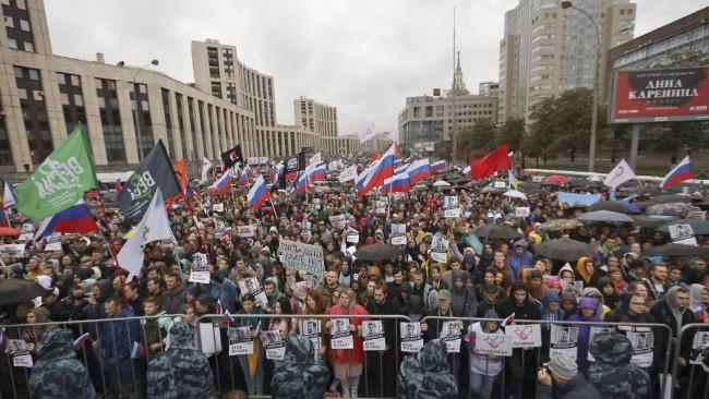 普京专制  莫斯科万人游行要求选举自由