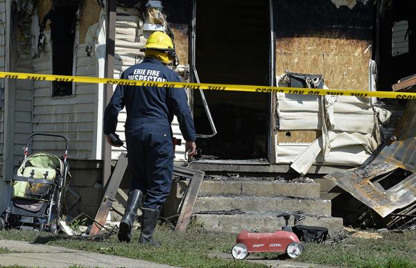消防局封锁现场进行调查。(美联社)