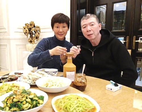 冯小刚和徐帆20年前结婚现场照曝光