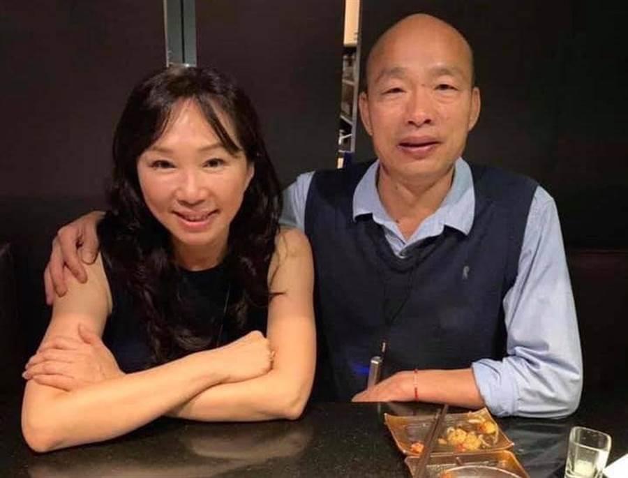 高雄市长韩国瑜与太太李佳芬。(图/取自网路)