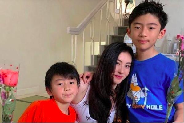 谢霆锋的大儿子如今12岁了 弟弟长得像张柏芝