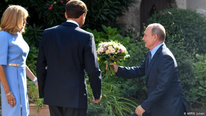 Vladimir Putin und Emmanuel Macron (AFP/G. Julien)