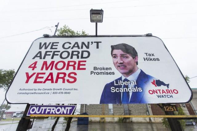 反特鲁多广告牌竖起来:我们受不了再一个4年了