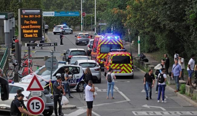 恐袭?法国里昂附近传持刀攻击 1死9伤
