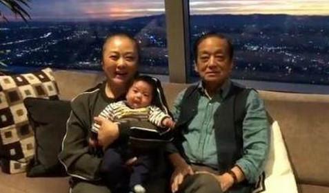 83岁韩美林老来得子,1岁儿子天赋超常人
