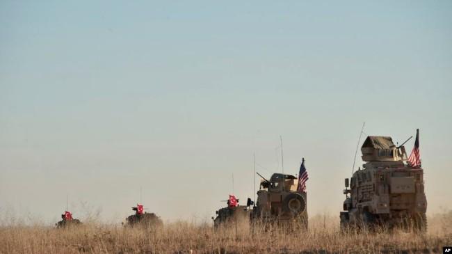 美军和土耳其军首次联合巡逻 里外不是人