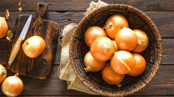 洋葱能使动脉血管内壁光滑,富有弹性。