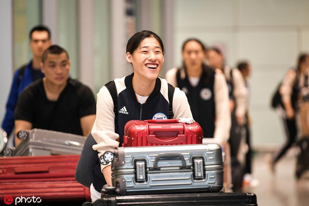 中国女排深夜包机回国 首次享受国足待遇