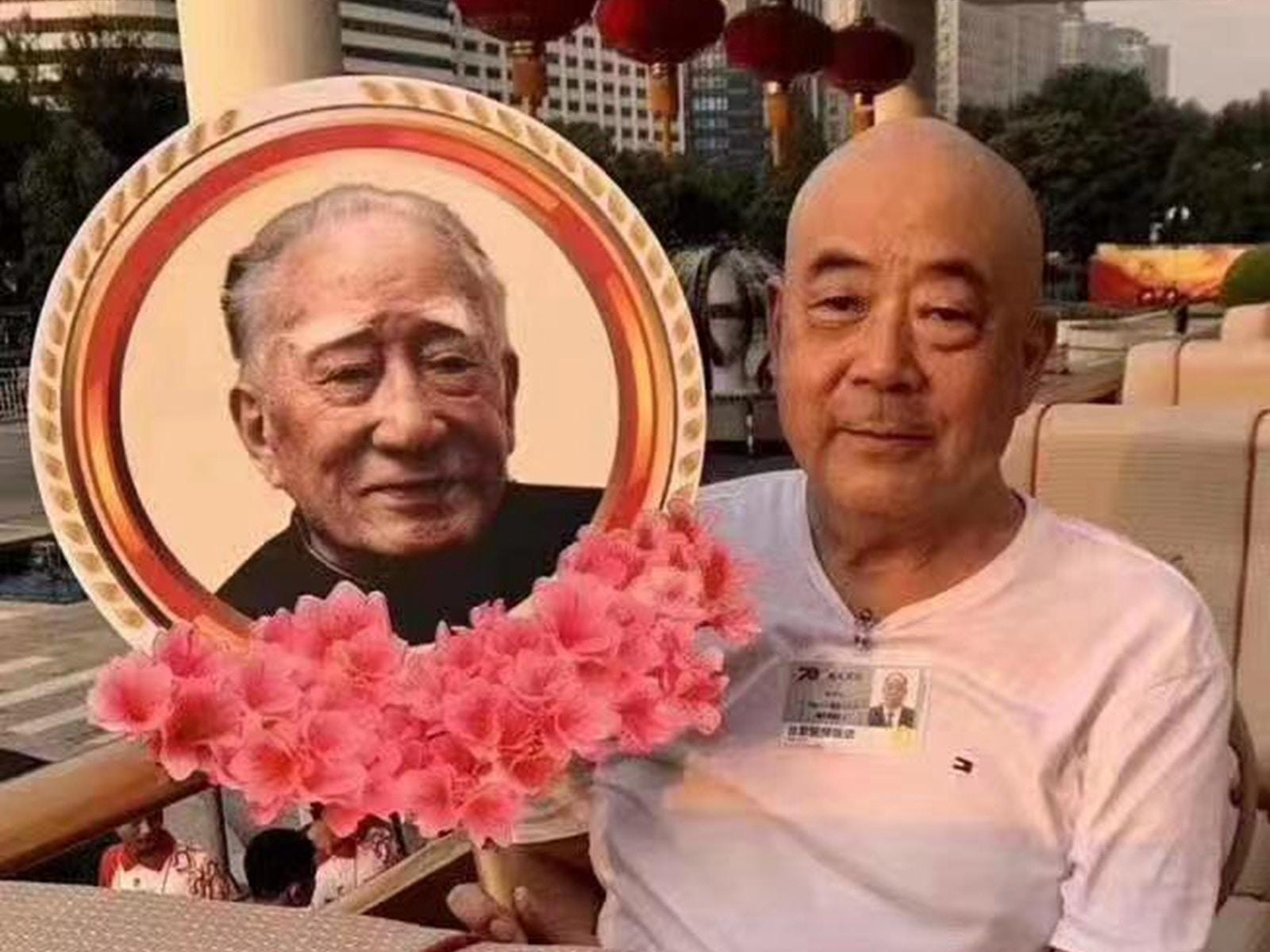 中共五代领导人巨幅画像 毛新宇薄熙永罕见露面