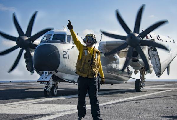 时隔两年第一次亮相,华盛顿航母一鸣惊人,将再服役二十五年