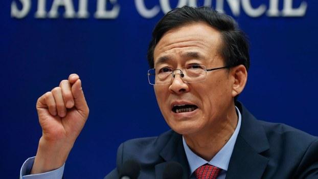 资料图片:2017年2月26日,中国证监会原主席刘士余在国务院新闻办公室举行的新闻发布会上。(美联社)