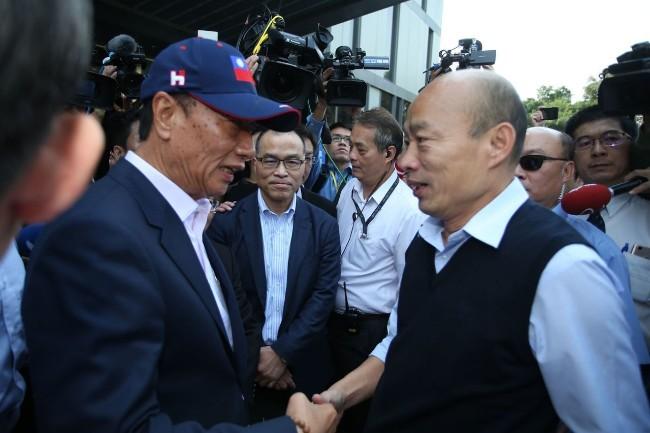 韩国瑜阵营急找回郭粉 自估11月与蔡英文拉平