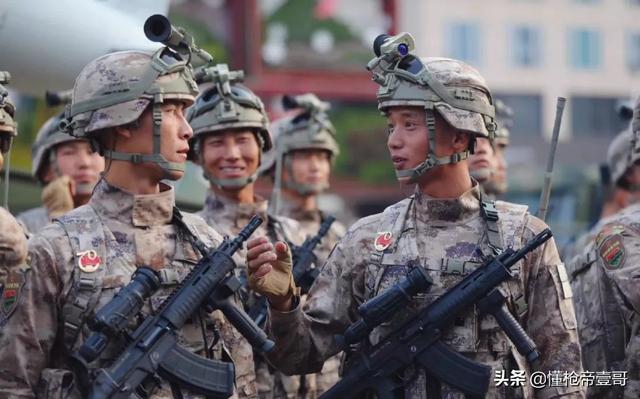 中国阅兵展现新式步枪 被国外网友指控抄袭