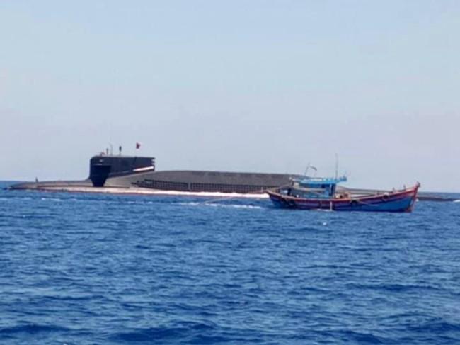 特殊时机 越船南海与华核潜艇上演罕见一幕