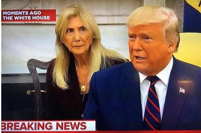 川普说了啥 女翻译看他的表情活像见鬼网友笑翻