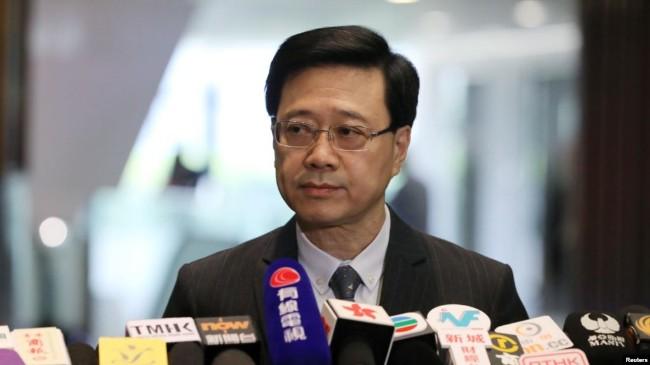 """香港政府正式撤回引渡修例草案 民众呼""""为时已晚"""""""