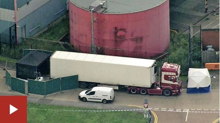 """▲英国警方正调查""""死亡卡车 """"背后是否存在贩卖人口团伙。图片来源:新京报网"""