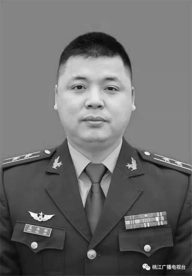3名解放军飞行员坠机牺牲 曾参加国庆飞行表演