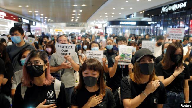 """香港民众在合唱""""荣耀归于香港""""的反送中歌曲。(2019年9月21日)"""