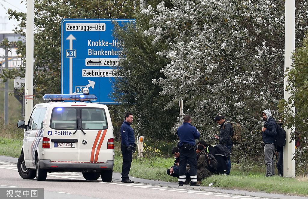 比利时卡车发现32名非法移民 12人藏身冷藏货车