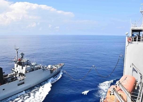 南海局势风起云涌 美军为印度护卫舰补给