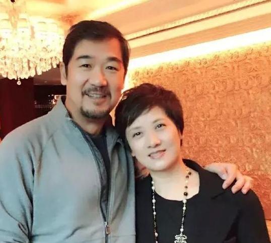 张国立妻子61岁补办婚礼 为照顾继子一生未孕