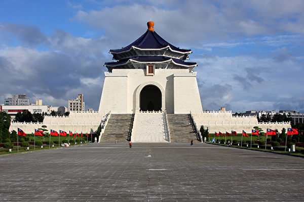 Chiang_Kai-shek_memorial_amk-600x400.jpg