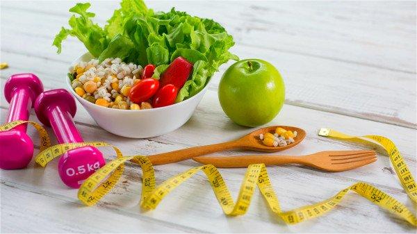饮食清淡、保持好身材都能帮助你远离癌症的威胁。