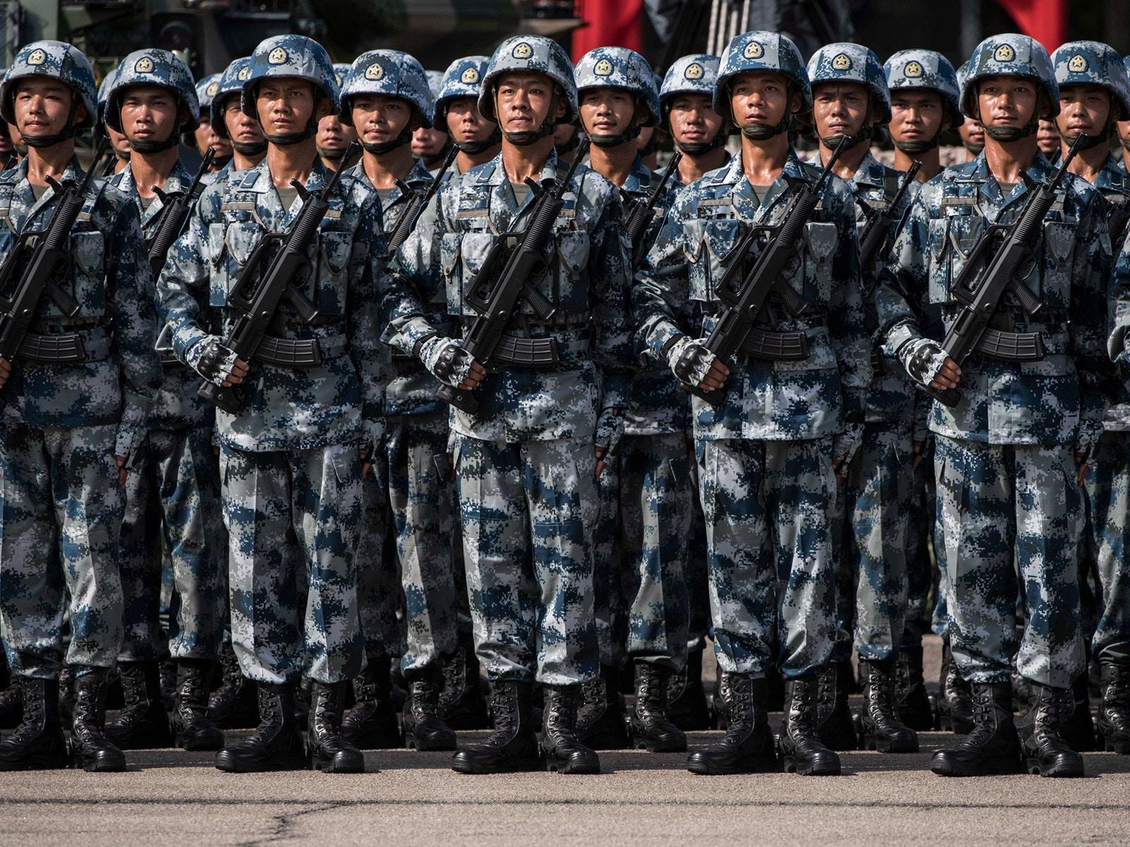 """亮剑?中国驻港部队为何突然""""出动"""""""