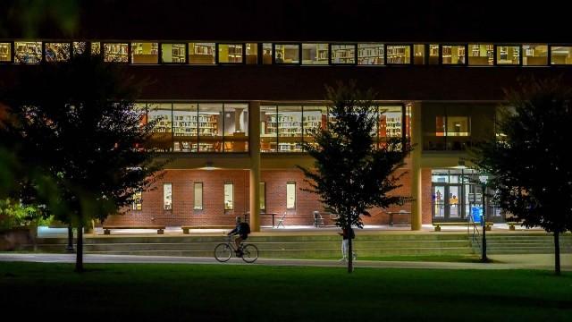 国际留学生数连跌3年 美国经济损118亿美元