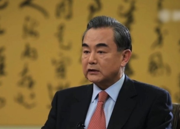 王毅会晤美国前防长:美国已经疯了
